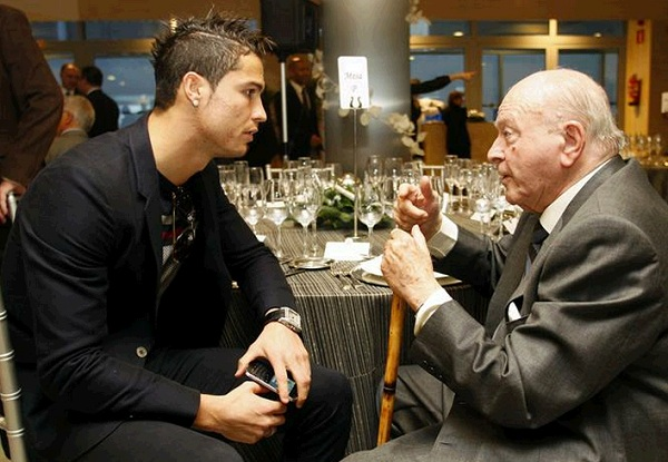 Ronaldo pays his respects to the old hero of the Bernabeu