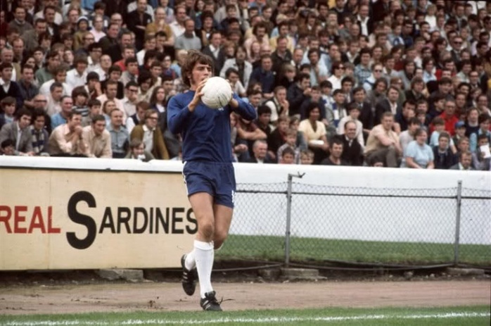 The original innovator? Chelsea's Ian Hutchinson prepares for windmill action.