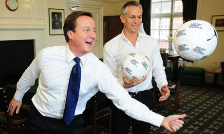 David Cameron showing Gary Lineker how politicians can make a 'balls up'